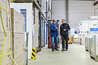 Manager and warehouseman dicussing logistics in storage - DIGF000170