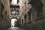 Spain, Barcelona, view to Bridge of Sighs at Gothic Quarter - EPF000042