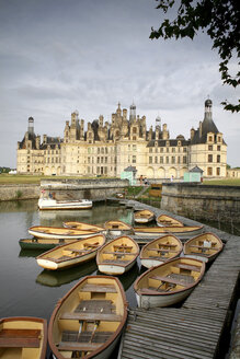 France, Chambord, view to Chateau de Chambord with mooring area in the foreground - DSG001152