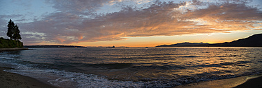 USA, Vancouver, Third Beach at sunset - NGF000324