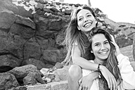 Portrait of two happy female friends - SIPF000299