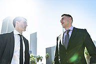 USA, Los Angeles, two businessmen in backlight - LEF000004