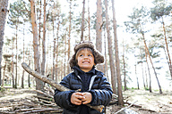 Portrait of little boy playing with branch in the woods - VABF000389