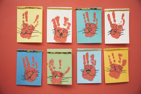 Self-made Easter bunny cards with handprints - MFF002955