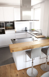 Modern open plan kitchen - MFRF000589