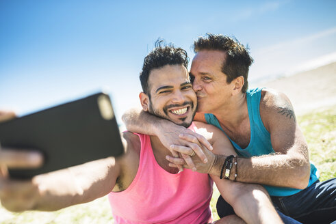Gay couple taking selfie with smartphone - LEF000047