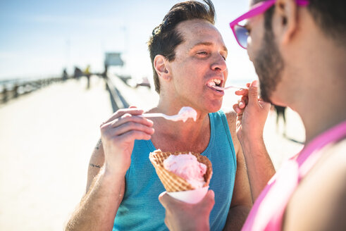 Los Angeles, Venice, gay couple feeding each other with icecream - LEF000050