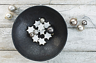 Bowl with Christmas baubles and cinnamon stars - ASF005873