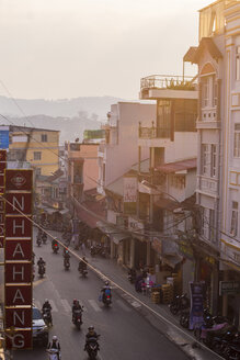 Vietnam, Da Lat, View of road - KNT000259