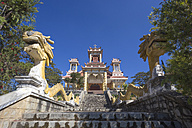 Vietnam, Da Lat, Dragon sculptures on stairs to Buddhistic Le ta on temple - KNT000268