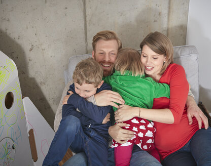 Happy family with pregnant mother cuddling - RHF001420