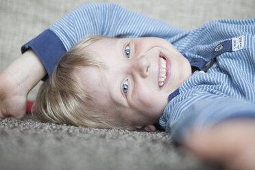 Portrait of happy little blond boy - RBF004242