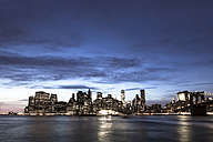 USA, New York, View from Brooklyn to Manhattan, Manhatten Bridge, blue hour - FCF000878