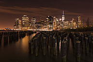 USA, New York, View from Brooklyn to Manhattan at night - FCF000881