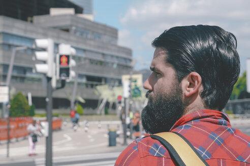 Spain, Bilbao, man waiting at red light - RTBF000093