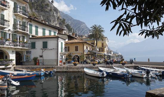 Italy, Lombardy, Brecia, Lake Garda, Limone sul Garda, harbour - LHF000495