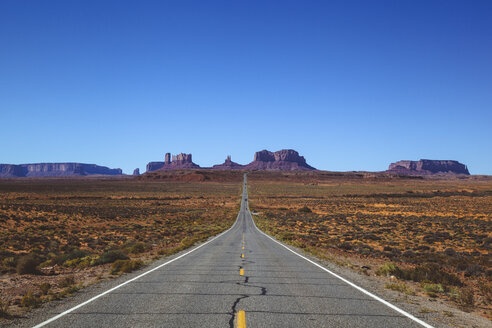 USA, Utah, view of the Monument Valley and Highway 163 - GIOF000857