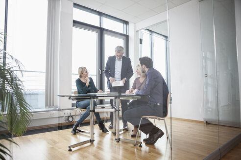 Business people having team meeting in office - RBF004395