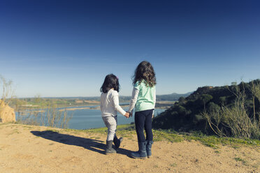 Spain, Burujon, back view of two little girls looking at a lake - ERLF000161