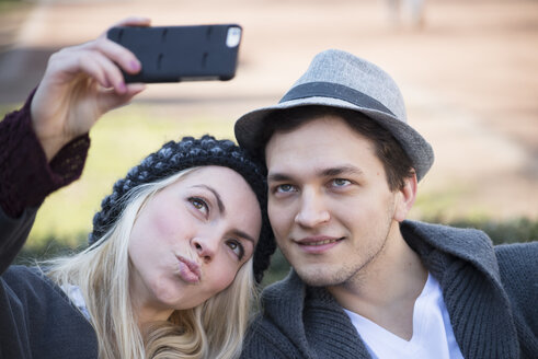 Portrait of couple in love taking selfie with smartphone - LFOF000213