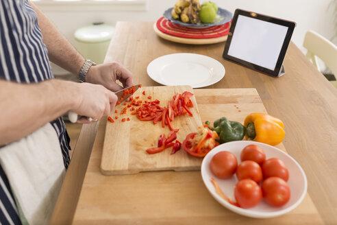 Man's hands dicing bell pepper on wooden board - BOYF000251