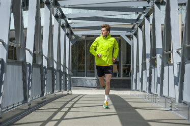 Young man jogging - DIGF000252