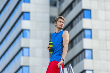 Young sporty man with water bottle and smartwatch - DIGF000261