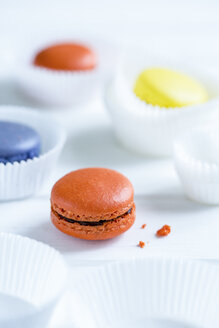 Colourful macarons and white paper cups - OJF000136