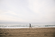 Young man running on the beach - EBSF001298