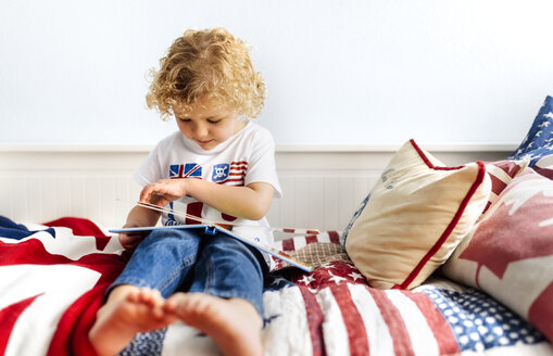Little boy watching picture book - MGOF001747
