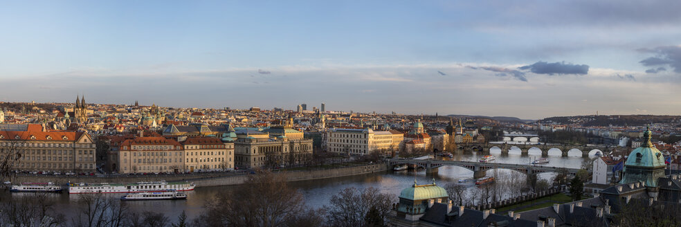 Czech Republic, Prague, panoramic city view with river Vltava and Charles Bridge - YRF000100