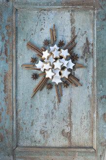 Star shaped of cinnamon stars, cinnamon sticks and star anise - ASF005886