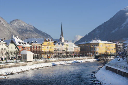 Austria, Bad Ischl, Spa Town, Traun river in winter - WWF003984