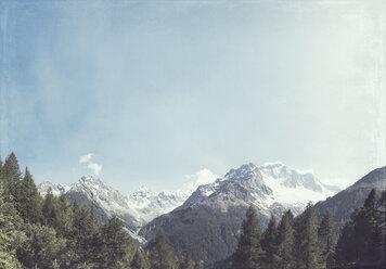 Italy, Lombardy, Chiareggio in Valmalenco, View of Alps - DWIF000722