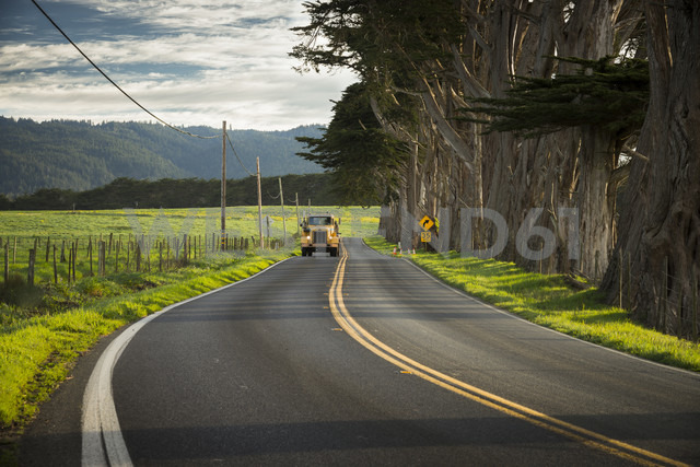USA, California, Highway 1, truck on road - STC000221