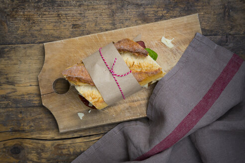 Sandwich, French white bread, smoked ham, basil, dried tomate and parmesan - LVF004807
