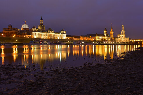 Germany, Saxony, Dresden, old town and Elbe river at night - FD000154