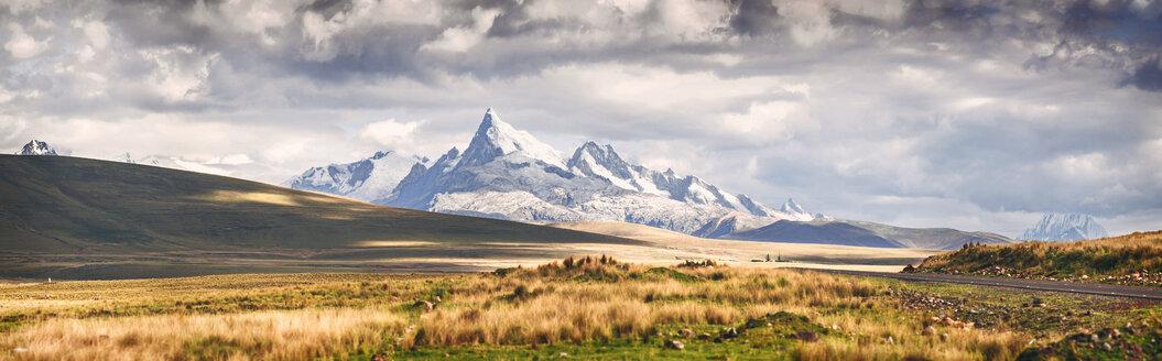 Peru, snowy mountains in Huaraz, Panoramic view - EHF000343