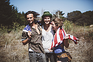 Three hippies with US flag in the nature - GIOF000898
