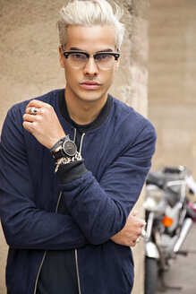 Portrait of stylish young man wearing glasses - CHAF001660