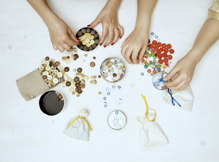 Hands sorting buttons - DISF002475