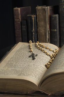 Opened book with rosary - CRF002753
