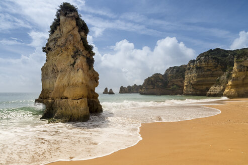 Portugal, Algarve, Lagos, rock formation at Dona Ana beach - FRF000422