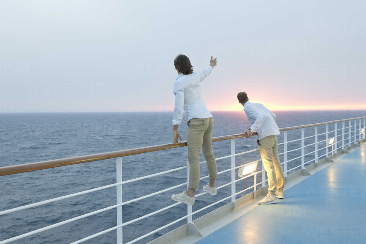 Young men standing on deck of ship, watching sunset - SEF000912 - Arthur Selbach/Westend61