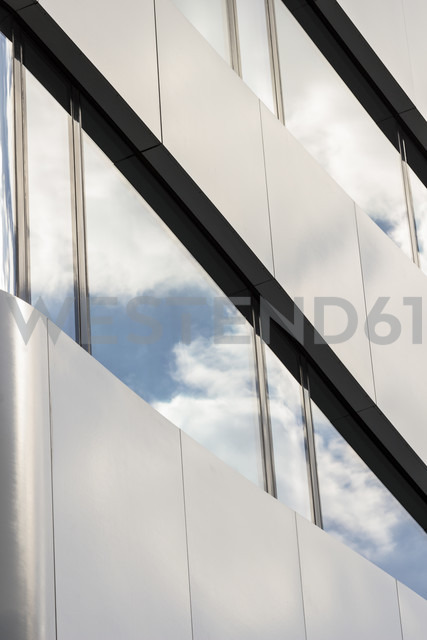 Germany, Berlin, part of facade of a modern office building - CMF000430 - Christine Müller/Westend61