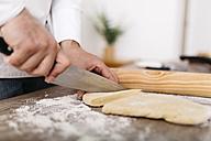 Chef cutting dough for fresh ravioli - JRFF000649