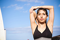 Portrait of young woman doing workout - SIPF000438