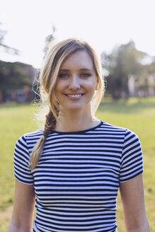 Portrait of smiling blond woman wearing striped t-shirt - GIOF000998