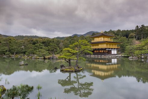 Japan, Kyoto, Kinkaku-ji Temple - TOV000050
