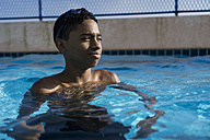Teenage boy in swimming pool - MAUF000557